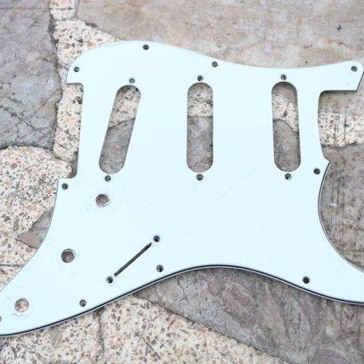 Fender Strat Pickguard White SSS